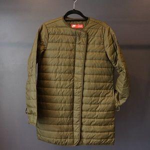 NWOT Nike insulated coat. Size M.